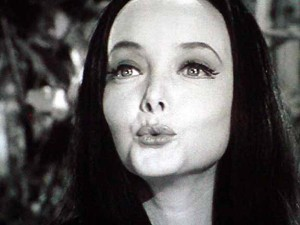 Morticia-the-addams-family-1964-28099613-576-432